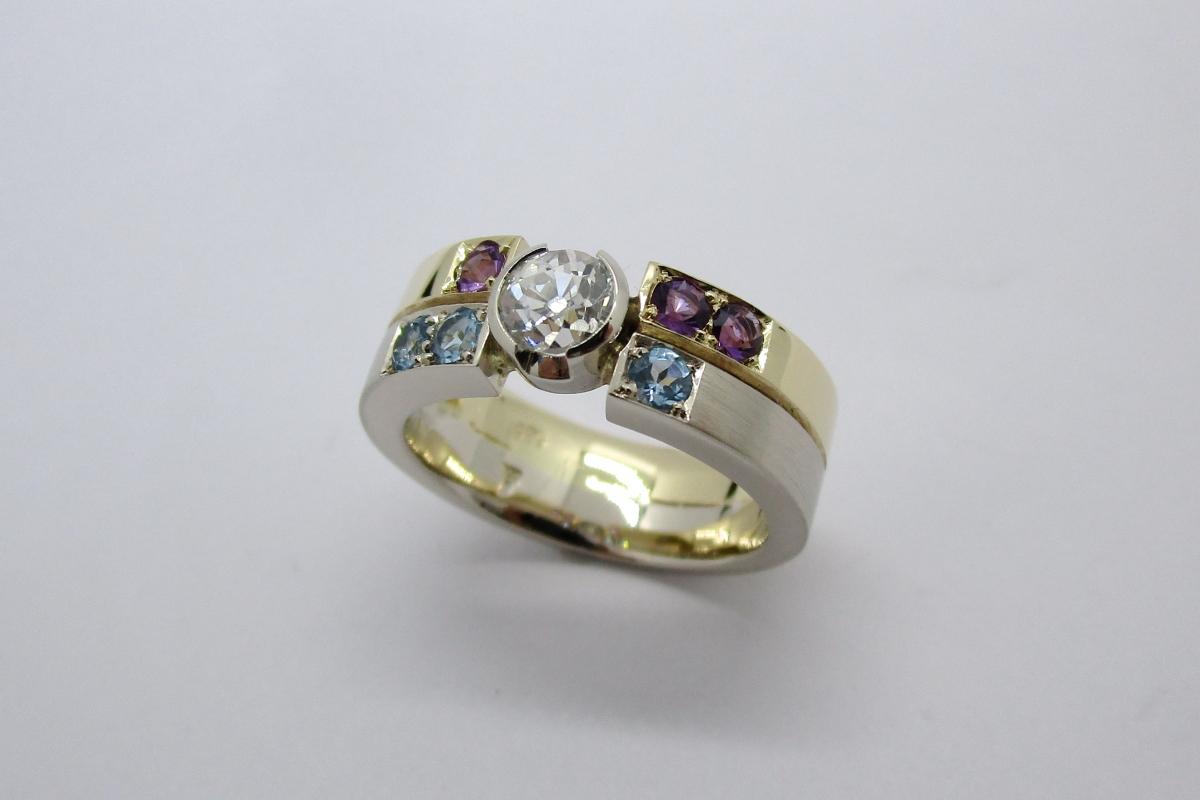 Ring bicolor Gelbgold Weißgold Diamant Amethyst Topas  - Wien