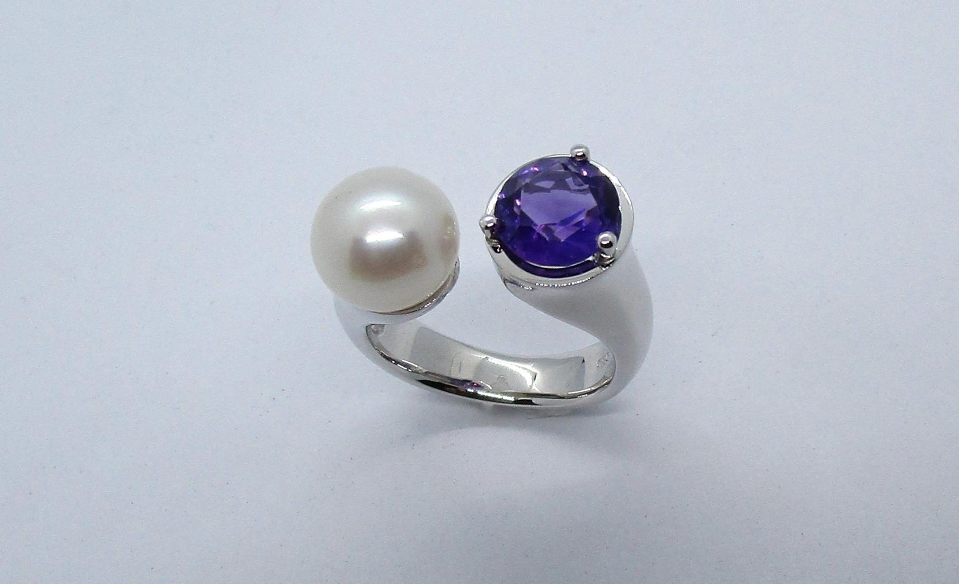 Ring mit Amethyst und Perle