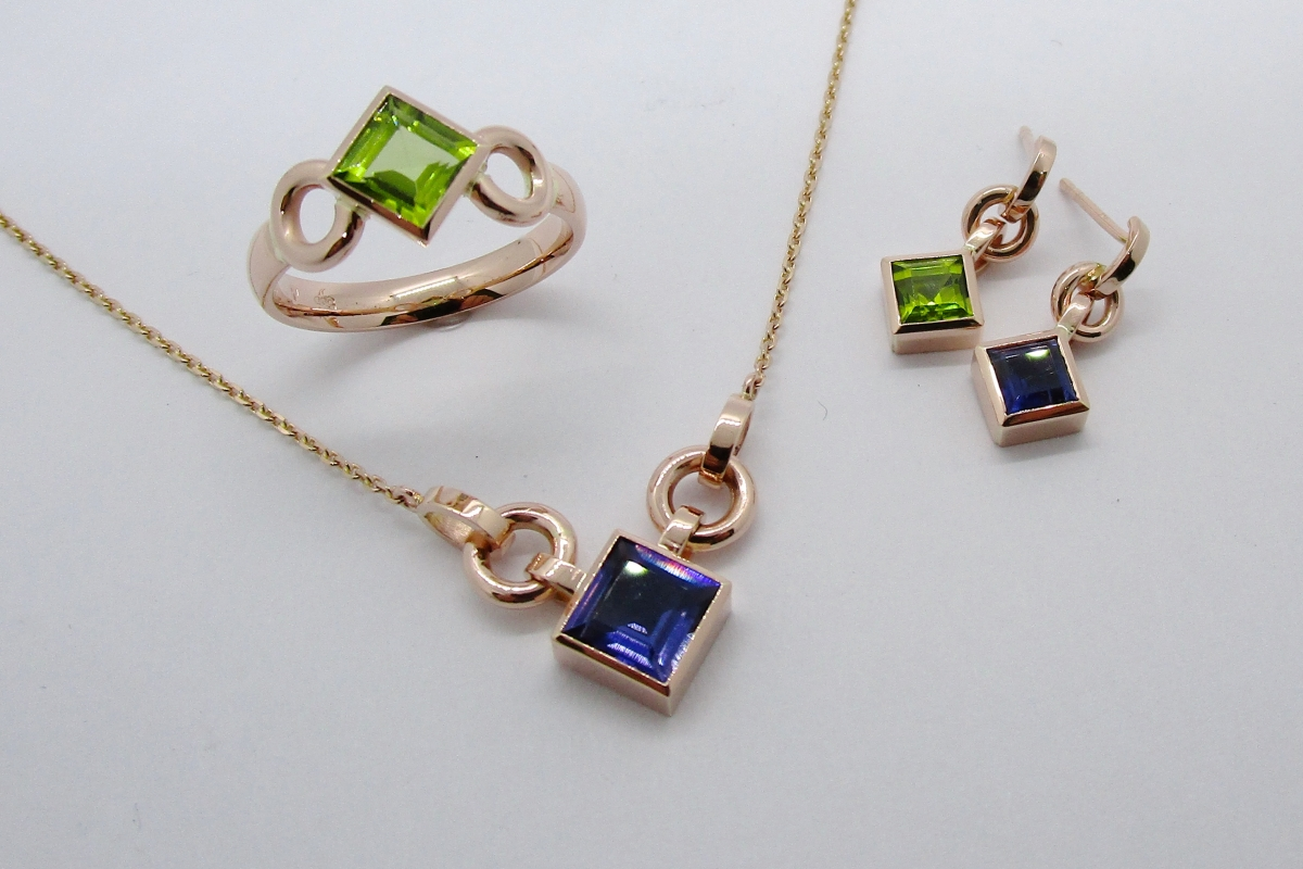 Schmuck Set Kette Ring Anhanger Ohrringe Rotgold Peridot Iolith carre  - Wien